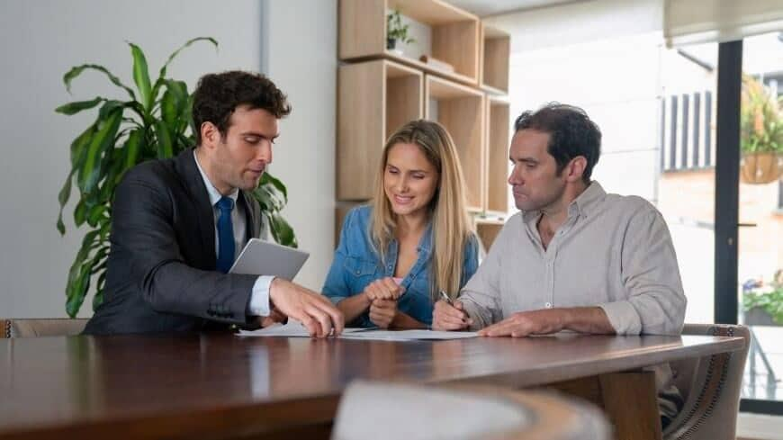 What's the difference between title and deed?