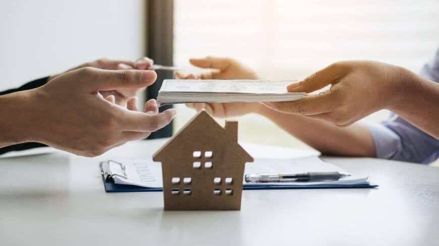 What are the disadvantages of a quitclaim deed?